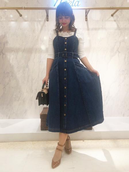 Noelaのデニムキャミワンピースを使ったコーディネートを紹介します。 Rakuten Fashion(楽天ファッション/旧楽天ブランドアベニュー)1008280