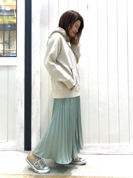 BAYFLOWの(W)サテンプリーツスカートを使ったコーディネートを紹介します。|Rakuten Fashion(楽天ファッション/旧楽天ブランドアベニュー)1008441