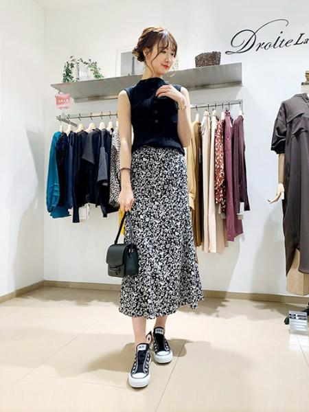 DroitelautreamontのPEサテンアラベスクフラワースカートを使ったコーディネートを紹介します。|Rakuten Fashion(楽天ファッション/旧楽天ブランドアベニュー)1009685