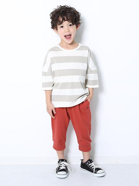 devirockのワイドボーダーゆるっとTシャツ 男の子 女の子 ベビー トップス 半袖 半そで デビロックストア 子供服 キッズを使ったコーディネートを紹介します。 Rakuten Fashion(楽天ファッション/旧楽天ブランドアベニュー)1010462