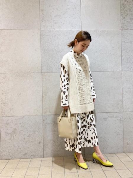ROSE BUDの透かし編みニットベストを使ったコーディネートを紹介します。|Rakuten Fashion(楽天ファッション/旧楽天ブランドアベニュー)1010760