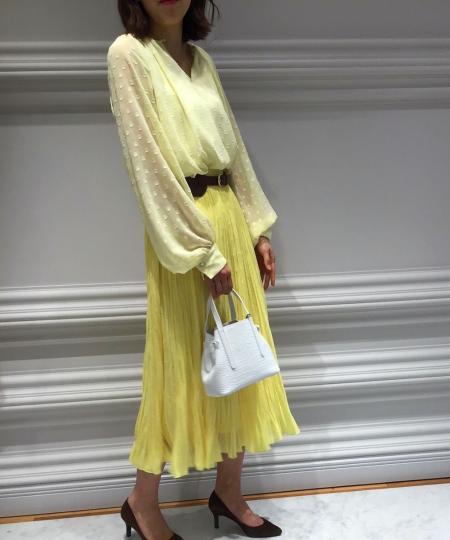 ANAYIのドットシシュウプリーツSKを使ったコーディネートを紹介します。|Rakuten Fashion(楽天ファッション/旧楽天ブランドアベニュー)1015364