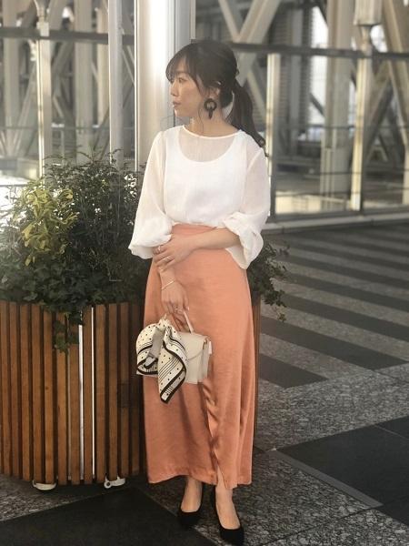 ef-deの<<Maglie par ef-de>>フロントクロスサテンスカートを使ったコーディネートを紹介します。|Rakuten Fashion(楽天ファッション/旧楽天ブランドアベニュー)1015483