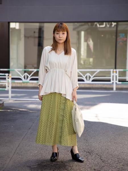 ROSE BUDのサイドボタンレーススカートを使ったコーディネートを紹介します。|Rakuten Fashion(楽天ファッション/旧楽天ブランドアベニュー)1016403