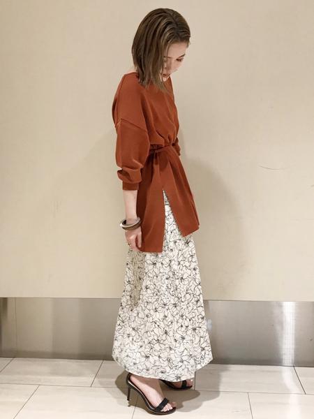 Rouge vif la cleのドローイングフラワースカートを使ったコーディネートを紹介します。|Rakuten Fashion(楽天ファッション/旧楽天ブランドアベニュー)1016860