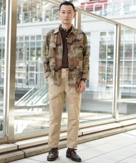 BEAMS MENのBEAMS PLUS / 1プリーツ チノパンツを使ったコーディネートを紹介します。|Rakuten Fashion(楽天ファッション/旧楽天ブランドアベニュー)1017734