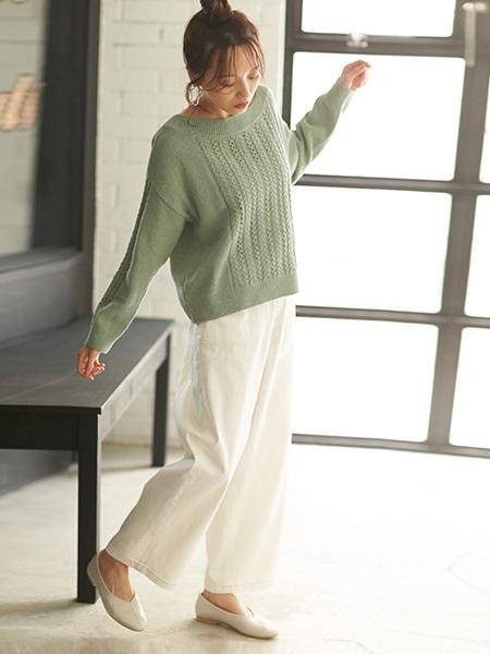 COMME CA ISMの《フェイクレザー》 Vカット フラットシューズを使ったコーディネートを紹介します。|Rakuten Fashion(楽天ファッション/旧楽天ブランドアベニュー)1019242