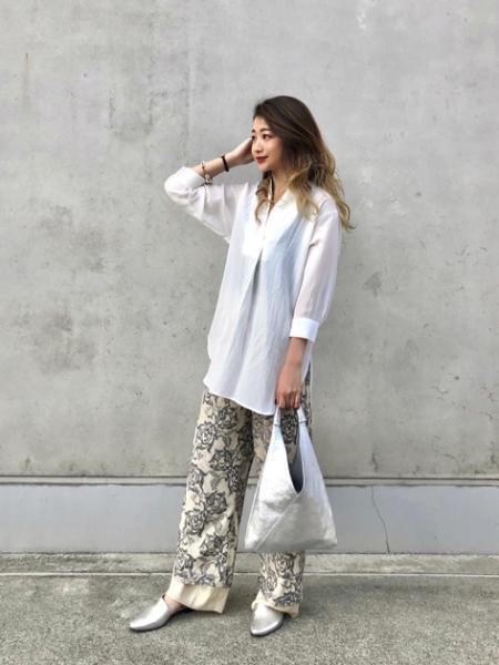 ROSE BUDのトライアングルバッグを使ったコーディネートを紹介します。 Rakuten Fashion(楽天ファッション/旧楽天ブランドアベニュー)1020740