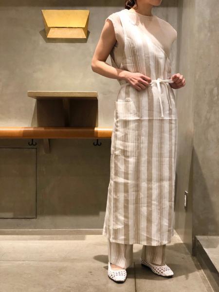 SALON adam et rope'のストライプワンショルダードレスを使ったコーディネートを紹介します。|Rakuten Fashion(楽天ファッション/旧楽天ブランドアベニュー)1021400