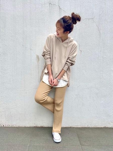 BAYFLOWのリブニットパンツを使ったコーディネートを紹介します。|Rakuten Fashion(楽天ファッション/旧楽天ブランドアベニュー)1023327