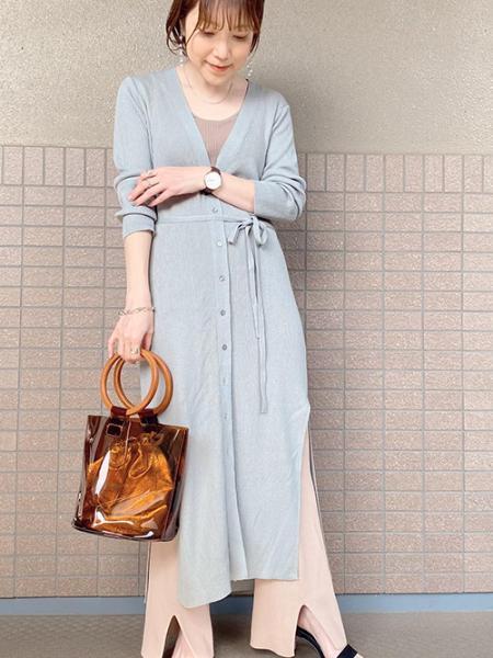 ROPE' PICNICのスリットロングカーディガンを使ったコーディネートを紹介します。|Rakuten Fashion(楽天ファッション/旧楽天ブランドアベニュー)1023467