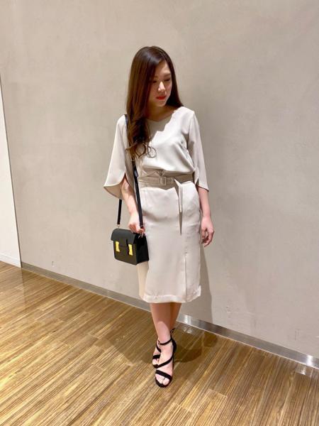 PINKY&DIANNEのソフトダブルクロスハイウエストスカートを使ったコーディネートを紹介します。 Rakuten Fashion(楽天ファッション/旧楽天ブランドアベニュー)1023539