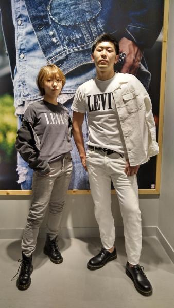 Levi'sのリラックスサファリシャツ CLOUD DANCERを使ったコーディネートを紹介します。 Rakuten Fashion(楽天ファッション/旧楽天ブランドアベニュー)1023802