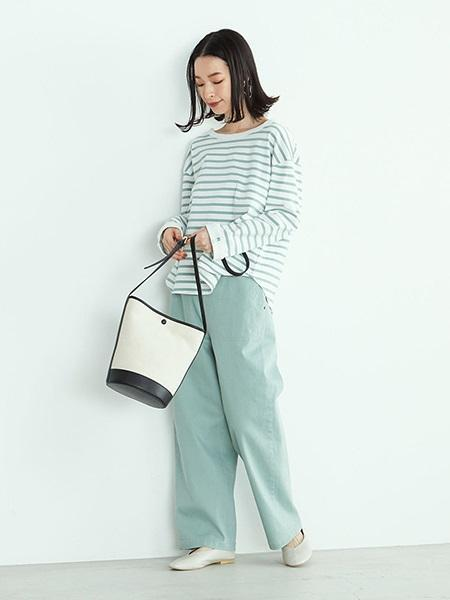 COMME CA ISMの《フェイクレザー》 Vカット フラットシューズを使ったコーディネートを紹介します。|Rakuten Fashion(楽天ファッション/旧楽天ブランドアベニュー)1024964