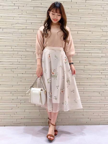Noelaのオパールフラワースカートを使ったコーディネートを紹介します。|Rakuten Fashion(楽天ファッション/旧楽天ブランドアベニュー)1025122