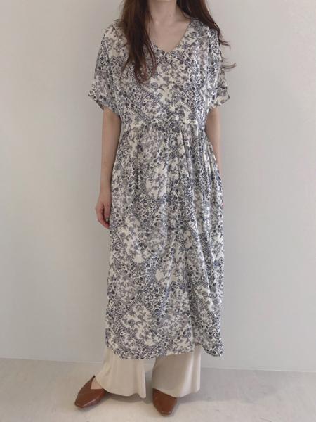 Bou Jeloudの【EC】バンダナプリント前開きワンピースを使ったコーディネートを紹介します。|Rakuten Fashion(楽天ファッション/旧楽天ブランドアベニュー)1025151