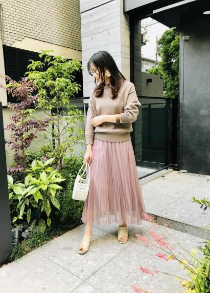 ROPE'のオーガンジーハンドプリーツスカートを使ったコーディネートを紹介します。|Rakuten Fashion(楽天ファッション/旧楽天ブランドアベニュー)1025602