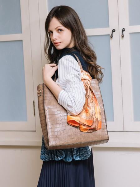 UN BILLIONの(L)カシュカシュ cachecache/大判スカーフ付トートバッグを使ったコーディネートを紹介します。|Rakuten Fashion(楽天ファッション/旧楽天ブランドアベニュー)1029107