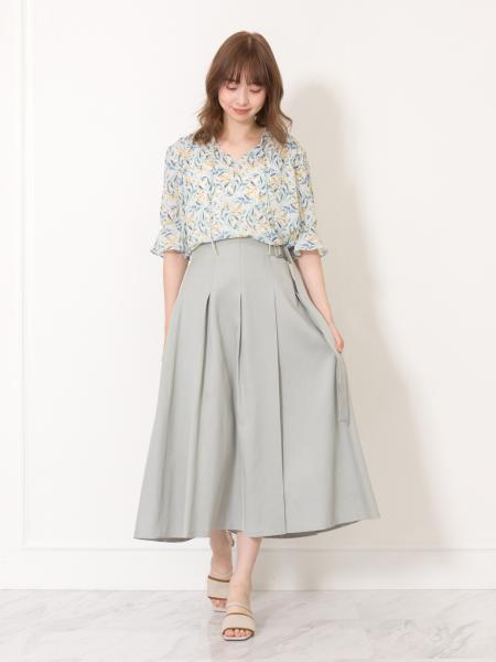 JILLSTUARTのララフラワーブラウスを使ったコーディネートを紹介します。|Rakuten Fashion(楽天ファッション/旧楽天ブランドアベニュー)1029513