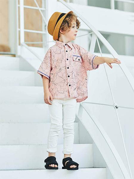BRANSHESの線画プリント半袖シャツを使ったコーディネートを紹介します。|Rakuten Fashion(楽天ファッション/旧楽天ブランドアベニュー)1029837