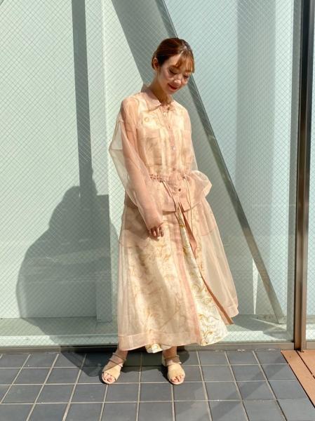 MAISON SPECIALのマーブルプリントキュプラワンピースを使ったコーディネートを紹介します。|Rakuten Fashion(楽天ファッション/旧楽天ブランドアベニュー)1031534