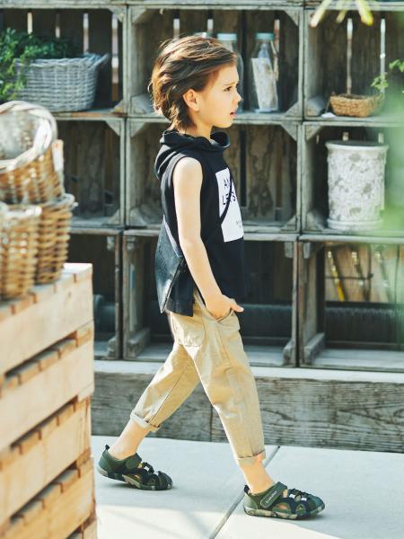 BRANSHESのフード付きタンクトップを使ったコーディネートを紹介します。 Rakuten Fashion(楽天ファッション/旧楽天ブランドアベニュー)1031715