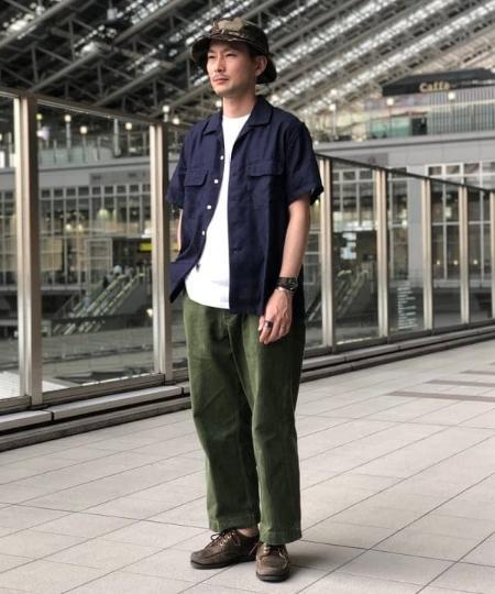 BEAMS MENのBEAMS PLUS / ミリタリートラウザー ヘリンボーンツイルを使ったコーディネートを紹介します。|Rakuten Fashion(楽天ファッション/旧楽天ブランドアベニュー)1033953