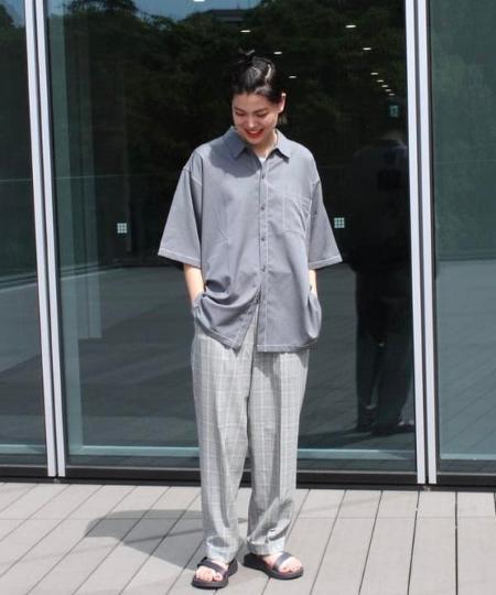 BEAMS MENのBEAMS / サッカー チェック スラックスを使ったコーディネートを紹介します。 Rakuten Fashion(楽天ファッション/旧楽天ブランドアベニュー)1035035