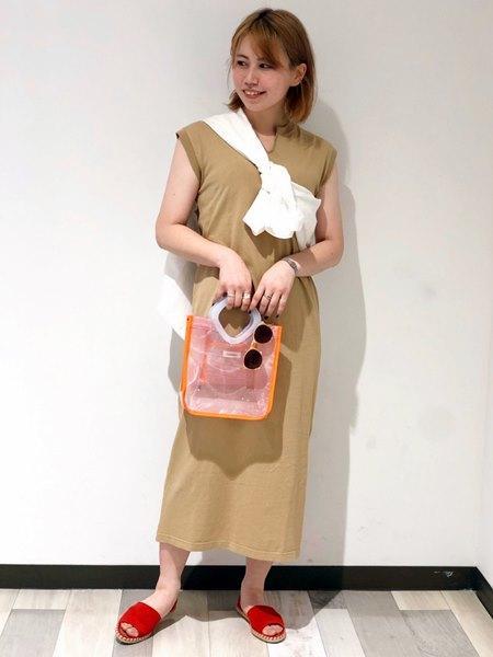 SHIPSのFRUITOFTHELOOM:ノースリーブワンピースを使ったコーディネートを紹介します。|Rakuten Fashion(楽天ファッション/旧楽天ブランドアベニュー)1035061