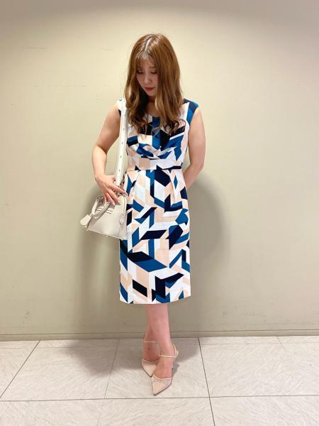 PINKY&DIANNEのシオメトリックプリントワンピースを使ったコーディネートを紹介します。|Rakuten Fashion(楽天ファッション/旧楽天ブランドアベニュー)1037341