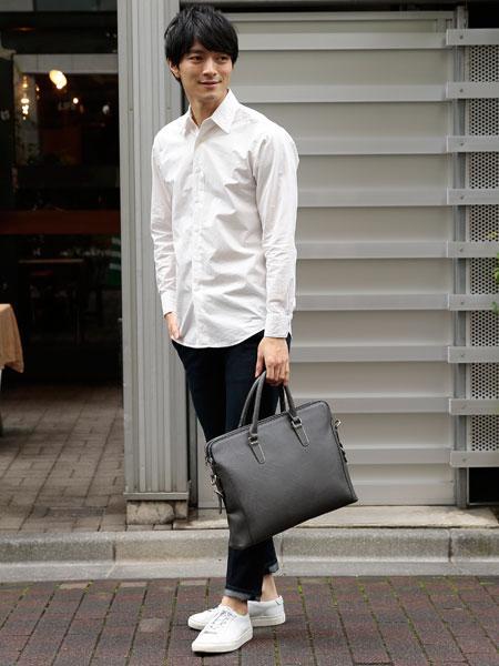 UN BILLIONの(M)オティアス/アンティーク仕上げ合皮ビジネスバッグを使ったコーディネートを紹介します。|Rakuten Fashion(楽天ファッション/旧楽天ブランドアベニュー)1038147