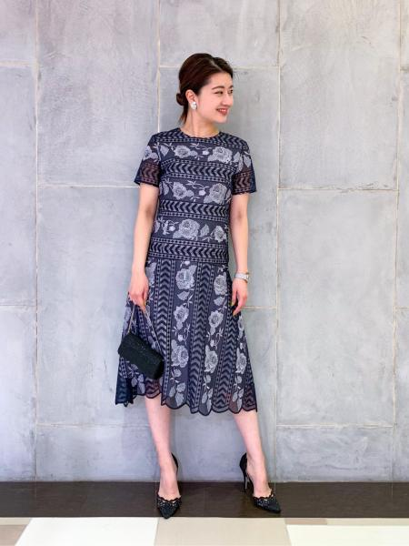 GRACE CONTINENTALのライン刺繍ワンピースを使ったコーディネートを紹介します。|Rakuten Fashion(楽天ファッション/旧楽天ブランドアベニュー)1039875