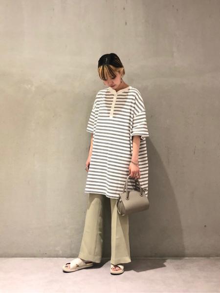 ROSE BUDのフレアスリットパンツを使ったコーディネートを紹介します。|Rakuten Fashion(楽天ファッション/旧楽天ブランドアベニュー)1040243