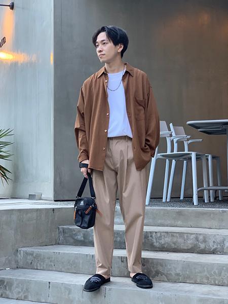 417 EDIFICEの【ユニセックス】【BIG SHIRTS / ビックシャツ】 レギュラーカラーシャツを使ったコーディネートを紹介します。|Rakuten Fashion(楽天ファッション/旧楽天ブランドアベニュー)1047102