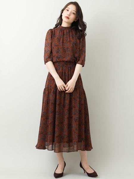 MK MICHEL KLEINの【洗える】ペイズリー柄ティアード切替えスカートを使ったコーディネートを紹介します。|Rakuten Fashion(楽天ファッション/旧楽天ブランドアベニュー)1048100