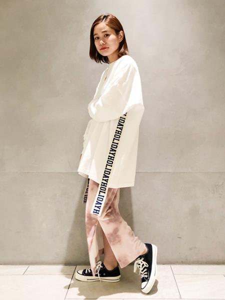 JOURNAL STANDARDのタイダイベロアタイトスカートを使ったコーディネートを紹介します。 Rakuten Fashion(楽天ファッション/旧楽天ブランドアベニュー)1048526