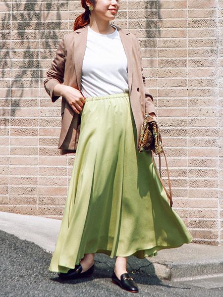 The Virgniaのフィブリルサテンフレアスカートを使ったコーディネートを紹介します。|Rakuten Fashion(楽天ファッション/旧楽天ブランドアベニュー)1048804