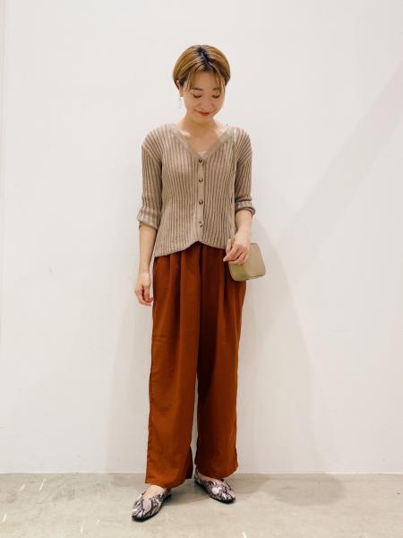 LAKOLEの(W)レザーチョウスクエアSDを使ったコーディネートを紹介します。|Rakuten Fashion(楽天ファッション/旧楽天ブランドアベニュー)1049633