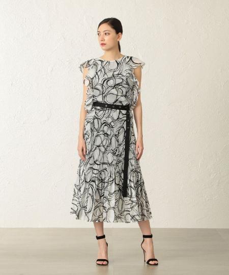 EPOCA THE SHOPのアブストラクトプリントブラウスを使ったコーディネートを紹介します。 Rakuten Fashion(楽天ファッション/旧楽天ブランドアベニュー)1049948
