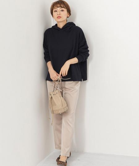 Sonny Labelのサテンテーパードパンツを使ったコーディネートを紹介します。|Rakuten Fashion(楽天ファッション/旧楽天ブランドアベニュー)1050016