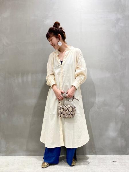 LAKOLEの(W)レザーチョウスクエアSDを使ったコーディネートを紹介します。|Rakuten Fashion(楽天ファッション/旧楽天ブランドアベニュー)1050764