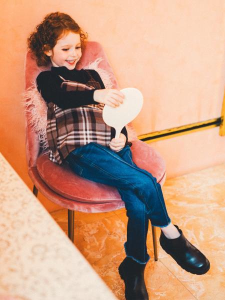 BRANSHESのセンターシームデニムロングパンツを使ったコーディネートを紹介します。|Rakuten Fashion(楽天ファッション/旧楽天ブランドアベニュー)1051347