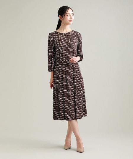 TRANS WORKのヴィンテージ風ロングチェーンネックレスを使ったコーディネートを紹介します。|Rakuten Fashion(楽天ファッション/旧楽天ブランドアベニュー)1052132