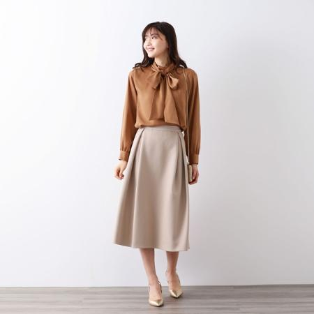 AMACAのキュートサテンボウタイブラウスを使ったコーディネートを紹介します。 Rakuten Fashion(楽天ファッション/旧楽天ブランドアベニュー)1054164