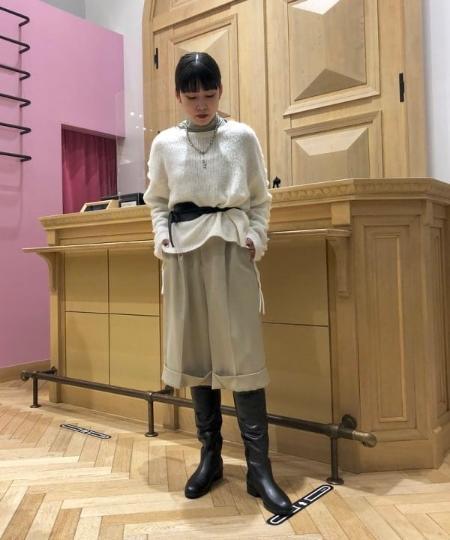 BEAMS WOMENのRay BEAMS / チュール ハイネック ロングスリーブ カットソーを使ったコーディネートを紹介します。|Rakuten Fashion(楽天ファッション/旧楽天ブランドアベニュー)1055122