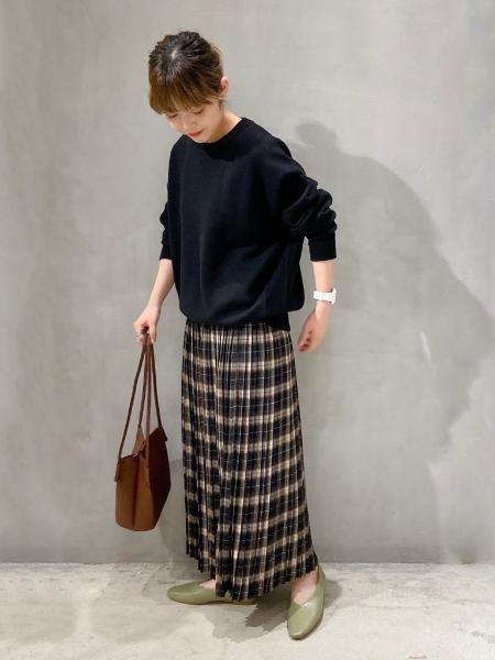 LAKOLEの(W)Uカットソフトパンプスを使ったコーディネートを紹介します。 Rakuten Fashion(楽天ファッション/旧楽天ブランドアベニュー)1059045