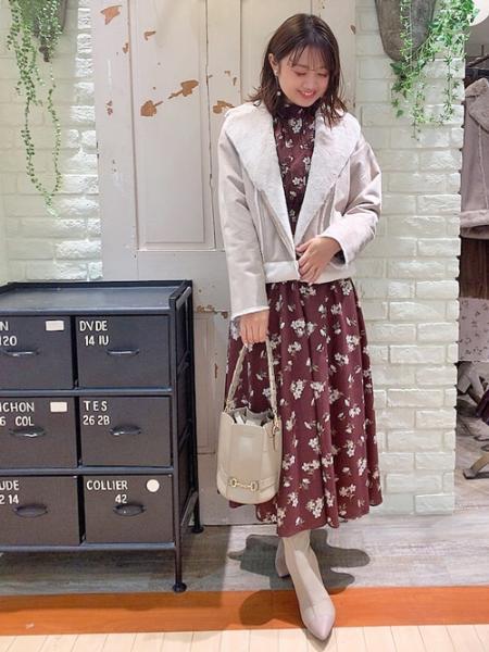 Noelaのヒイラギフラワープリントワンピを使ったコーディネートを紹介します。|Rakuten Fashion(楽天ファッション/旧楽天ブランドアベニュー)1059353