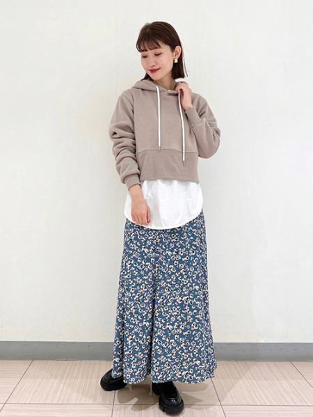 JOURNAL STANDARDの【LA SPEEDY/エルエースピーディー】 CROPPED HOODED PULLOVER:パーカーを使ったコーディネートを紹介します。|Rakuten Fashion(楽天ファッション/旧楽天ブランドアベニュー)1059712