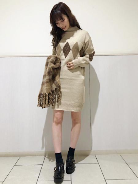 INGNIのチェックフリンジボリュームストールを使ったコーディネートを紹介します。|Rakuten Fashion(楽天ファッション/旧楽天ブランドアベニュー)1059716