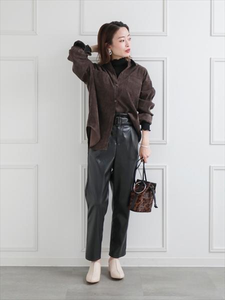 clearのシアーハイネックメロウトップスを使ったコーディネートを紹介します。|Rakuten Fashion(楽天ファッション/旧楽天ブランドアベニュー)1059779
